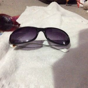 Accessories - NWOT black and gray fashion sunglases